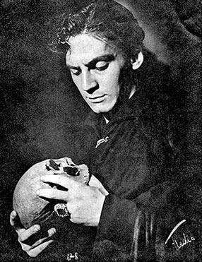 hamlet to be or not to be movie analysis essay Name: tutor: course: date hamlet literary analysis essay in his book hamlet, william shakespeare presents two people who experience death, but react differently to.