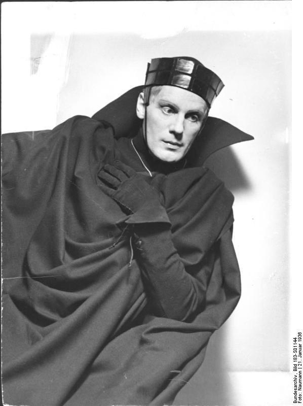 Gustav Gründgens as Hamlet