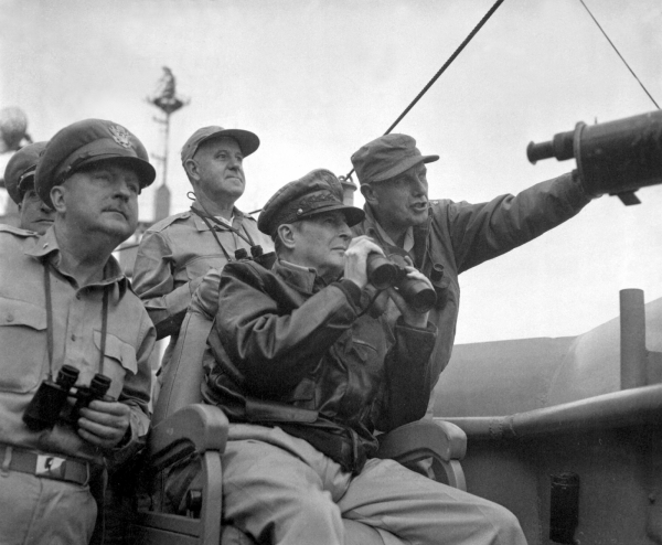 MacArthur at Inchon