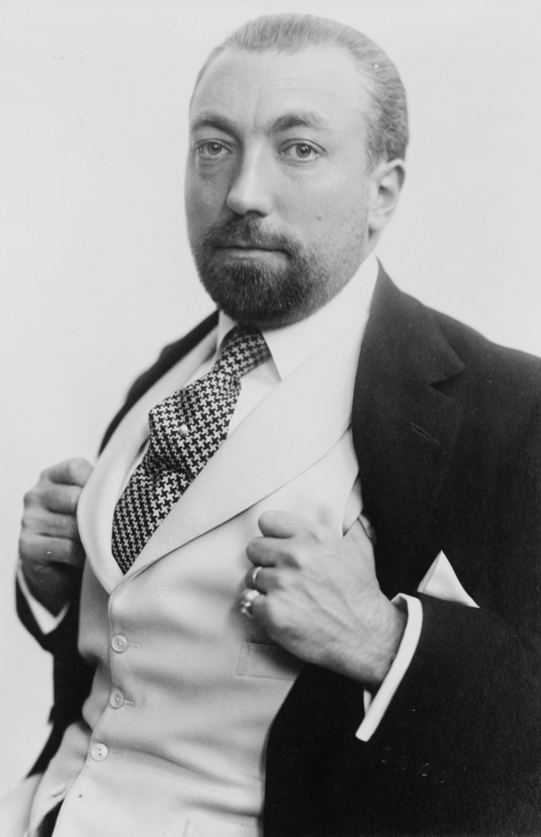 a biography of paul poiret Paul poiret early life paul poiret arrived on the paris scene when the nineteenth century was closing belatedly and the twentieth century slowly was opening.